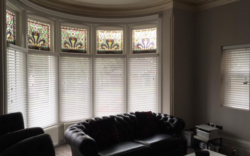 Curved bay Venetian blinds