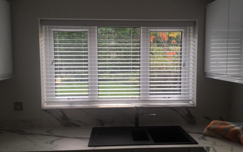 Horizontal blinds kitchen